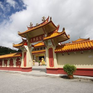 sam-poh-temple-gate
